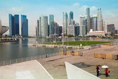 SINGAPORE - APR 15: A view of city in Marina Bay business district on Apr 15, 2012 in Singapore — Foto de Stock