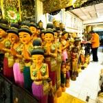 BANGKOK, THAILAND - APRIL 24: Tourist shopping at Chatuchak Weekend Market April 24, 2012 in Bangkok, Thailand — Stock Photo #21071319