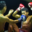 CHANG, THAILAND - FEB 22: Unidentified Muay Thai fighters compete in an amateur kickboxing match, Feb 22, 2013 on Chang, Thailand — Stockfoto #21238169