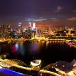SINGAPORE - APRIL 15: A view of city from roof Marina Bay Hotel in night on April 15, 2012 on Singapore — Foto Stock