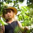 Little girl posing in a straw hat in the park — Stock Photo #23061338
