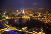 A view of city from roof Marina Bay Hotel in night on Singapore — Stock fotografie