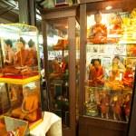 BANGKOK - APR 24: Shop windows with mannequins monks at Chatuchak Weekend Market April 24, 2012 in Bangkok, Thailand. — Stock Photo #24617221
