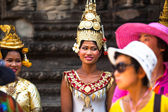 SIEM REAP, CAMBODIA - DEC 13: An unidentified cambodians in national dress poses for tourists in Angkor Wat, Dec 13, 2012 on Siem Reap, Cambodia. Angkor is the country's prime attraction for visitors. — Stok fotoğraf