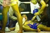 Chang, Tailândia - 22 de fevereiro: muay thai não identificado lutador competir em uma luta de kickboxing amador, 22 de fevereiro de 2013 em Chang, Tailândia. muay thai praticado ao longo 120.000 fãs e quase 10 mil profissionais. — Fotografia Stock