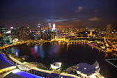 SINGAPORE - APRIL 15: A view of city from roof Marina Bay Hotel on April 15, 2012 on Singapore. This hotel is billed as the world's most expensive standalone casino property at 8 billion dollar — Foto Stock