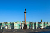 ST.PETERSBURG, RUSSIA - MAY 21: The Alexander Column, is the focal point of Palace Square in May 21, 2012 in St.Petersburg, Russia. — Stock Photo