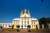 PETERHOF, RUSSIA - JULY 1: Peterhof Palace near St. Petersburg, Russia, May 1, 2012 in Peterhof, Russia. The name was changed to Petrodvorets in 1944, the original name was restored in 1997. — Stock Photo