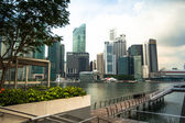 SINGAPORE - APRIL 15: A view of city in Marina Bay business district on April 15, 2012 on Singapore. — Foto de Stock