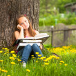 Girl in park — Stockfoto