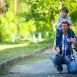 Portrait of father and son play outdoors — Stockfoto