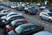 MOSCOW - JUNE 13: Cars stands in traffic jam on the city center, June 13, 2013, Moscow Russia. Moscow Mayor Sobyanin reconstructs suburban railways, to solve problem of traffic jams in 2016. — Foto de Stock