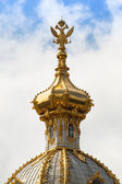 Closeup of golden cupola in Summer Gardens (Peterhof, Russia) — Stock Photo