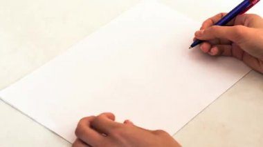 Time Lapse: hand draws home and family on a sheet of paper — Vídeo de Stock