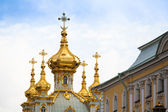 Golden cupola in Summer Gardens, Peterhof, Russia — Stock Photo