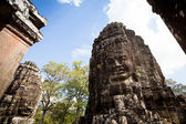 SIEM REAP, CAMBODIA - DEC 13: Angkor Wat - is the largest Hindu temple complex and religious monument in the world, Dec 13, 2012 Siem Reap, Cambodia. It is the country's prime attraction for visitors. — Stock Photo