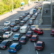 MOSCOW - JUNE 13: Cars stands in traffic jam on the city center, June 13, 2013, Moscow Russia. Moscow Mayor Sobyanin reconstructs suburban railways, to solve problem of traffic jams in 2016. — Foto Stock