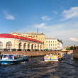 ST.PETERSBURG, RUSSIA - JUNE 24: On boat along channels city, June 24, 2013, SPb, Russia. In the city there are many, of not less than 93-x rivers, sleeves, ducts, channels, a total length of 300 km. — Foto de Stock