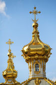 Closeup of golden cupola in Summer Gardens - Peterhof, Russia. — Stock Photo