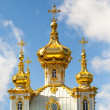 Golden cupola in Summer Gardens (Peterhof, Russia) — Stock Photo