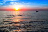 Belle plage de coucher du soleil et de la mer — Photo