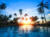 Beautiful sunset at a beach resort in tropics — Foto Stock