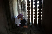 An unidentified cambodian woman in Angkor Wat — Stock Photo