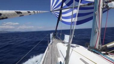 Sailing boat shot in full HD at the Mediteranean sea. Sailing in the wind through the waves (HD) — Video Stock #30066397