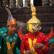 An unidentified cambodians in national dress poses for tourists in Angkor Wat — Stockfoto