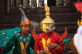 An unidentified cambodians in national dress poses for tourists in Angkor Wat — Stock Photo