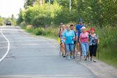 неопознанные участников во время местных соревнований в нордическая ходьба, посвященная дню здоровья — Стоковое фото