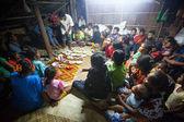 Oidentifierade personer orang asli under en ceremoniell middag — Stockfoto