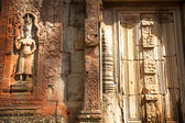 Apsaras - khmer stone carving in Angkor Wat — Stock Photo