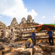 Unidentified cambodian workers for restoration works in Angkor Wat — Stok fotoğraf