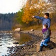 Teenage couple playing on the bank of the river — Stockfoto