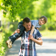 Father and son in the park. — Stock fotografie #31489227