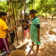 Unidentified people Orang Asli thresh rice to remove chaff — Stock fotografie