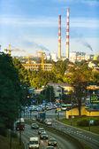 クラクフ、ポーランドの夕方の都市の交通します。. — ストック写真