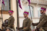 Unidentified participants feast of the Polish cavalry in historical city center — ストック写真