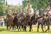 Niet-geïdentificeerde deelnemers feest van de poolse cavalerie in het historische centrum — Stockfoto