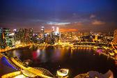 Widok miasta z dachu hotel marina bay — Zdjęcie stockowe