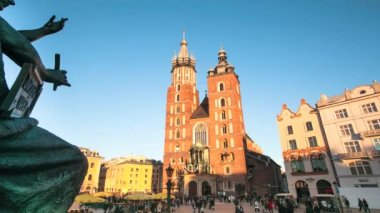 Mary's Church on the main square in historical center of Krakow, Poland (timelapse) — Stockvideo