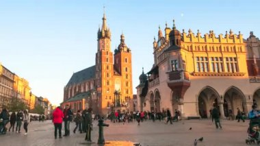 Timelapse: View of Mary's Church on the main square and old Sukiennice — 图库视频影像