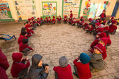 Dance lesson in primary school — Stockfoto