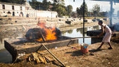 Cremation ceremony on Bagmati River — Stock fotografie