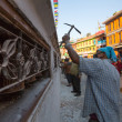 Unidentified workers repairing of Stupa Boudhanath — Stock Photo