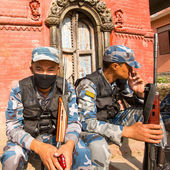 Unknown nepalese soldiers Armed Police Force near the public school — Foto de Stock