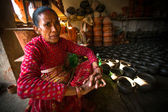 Unidentified Nepalese woman working in the his pottery workshop — Stock Photo