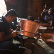 Unidentified Nepalese tinmans working in the his workshop — ストック写真