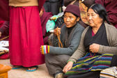 Unidentified Buddhist pilgrims near stupa Boudhanath — Stok fotoğraf